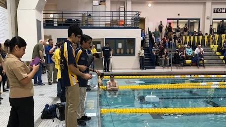Students operate underwater robots